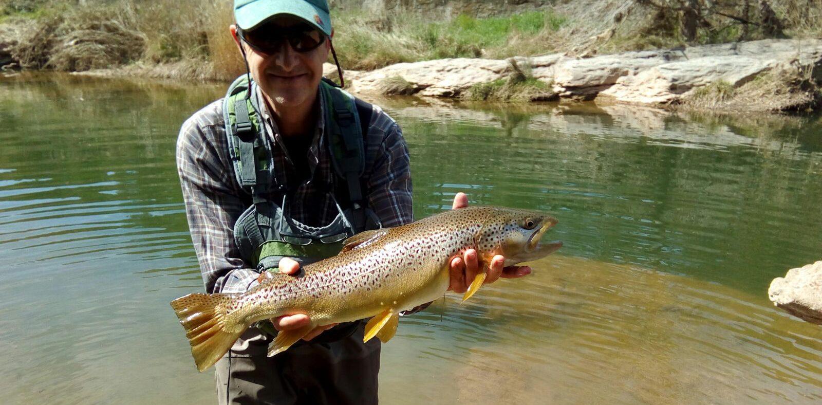Hay pescadores que van al río a pescar…